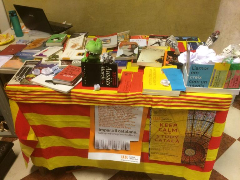 How to organize an event for Saint Jordi outside Catalonia. The Catalan language lectureship in Venice